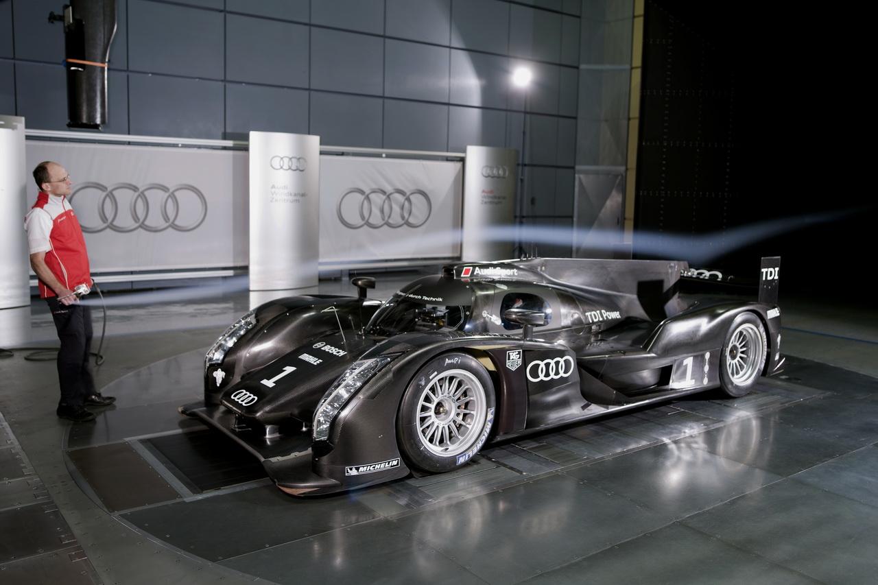11 Audi R18   Le Mans i űrszekér