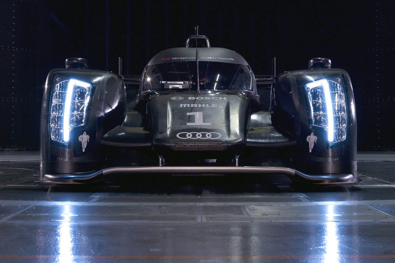 12 Audi R18   Le Mans i űrszekér