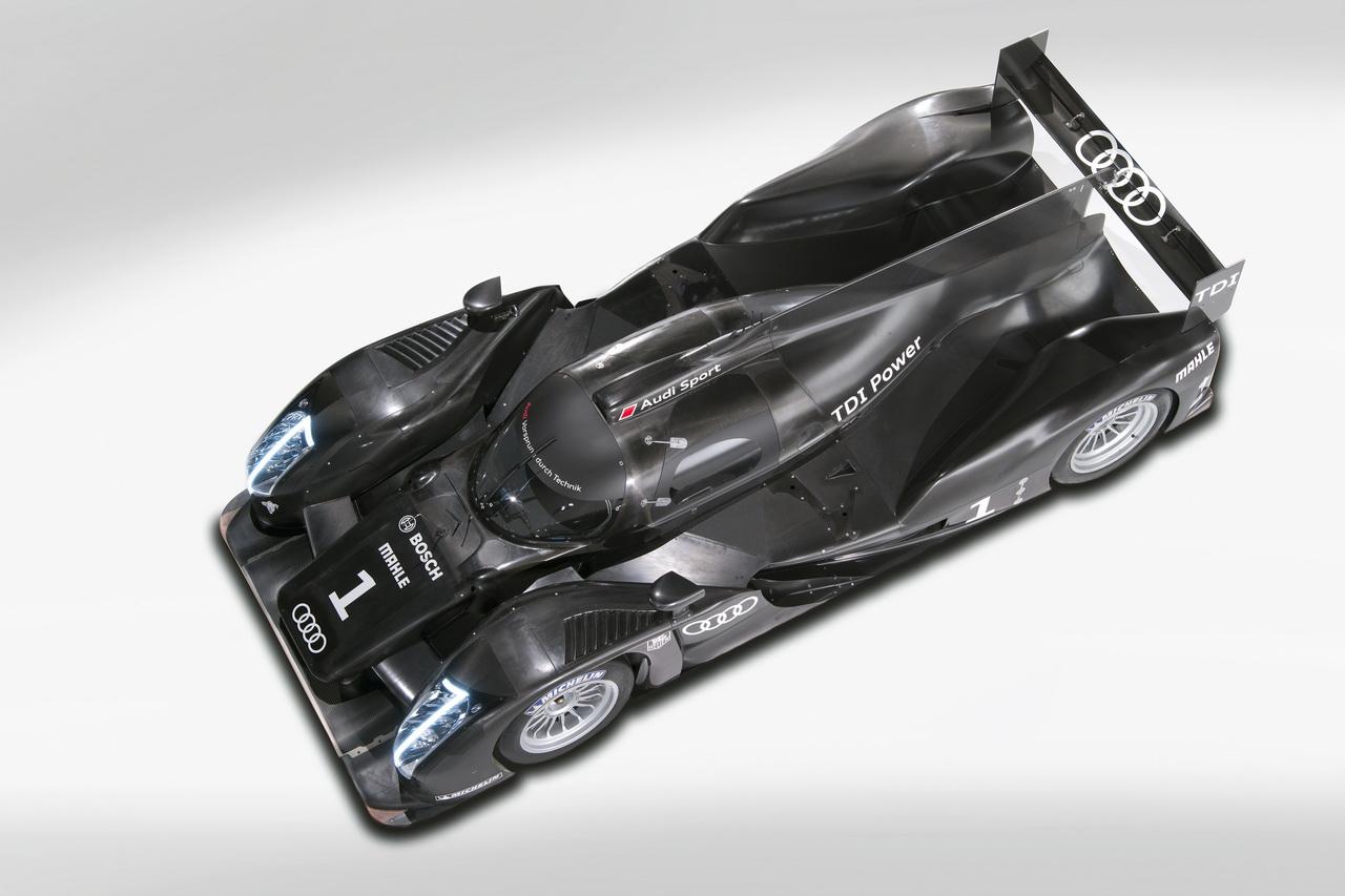 2 Audi R18   Le Mans i űrszekér