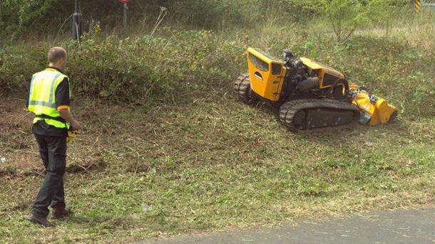 mcconnel robocut rc mower 1 b resize McConnel Robocut – távirányítós fűnyírószörny kemény terepre
